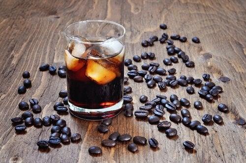 Kaffeboenner og cola