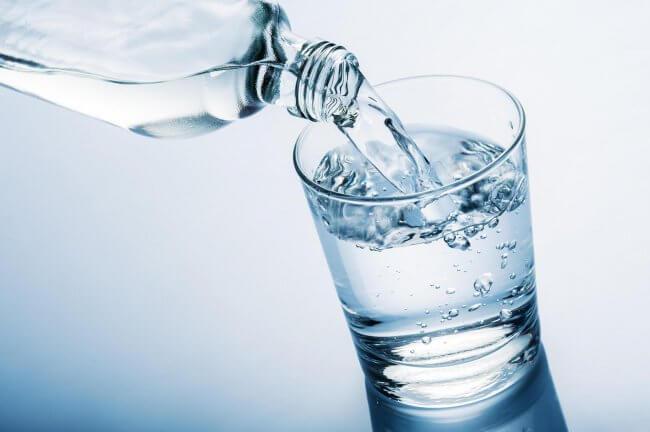 Drik vand for at undgå symptomer på overgangsalderen.