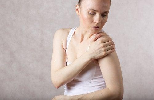 Kvinde der ser paa sin skulder - aeg til din kost