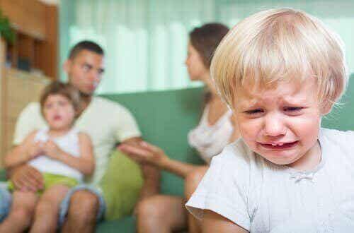Konsekvenserne af at have skænderier foran dit barn