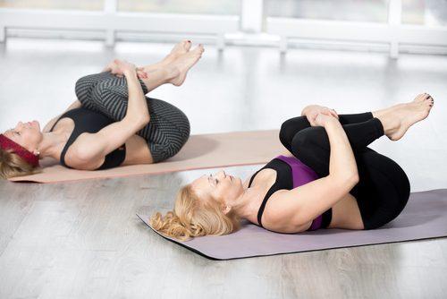 Kvinder der traener - tone dine mavemuskler