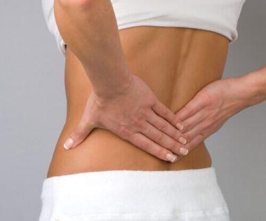 Kvinde med rygsmerter - nedre ryg