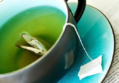Lav disse 3 grønne teer for nemt at tabe dig