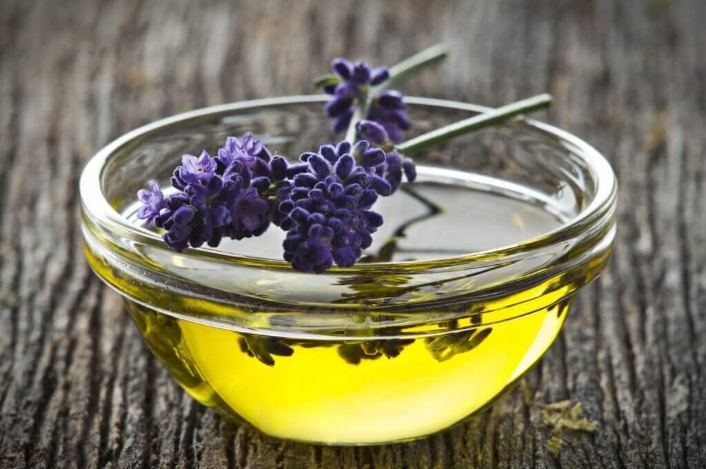 Æblecidereddike og lavendel olie
