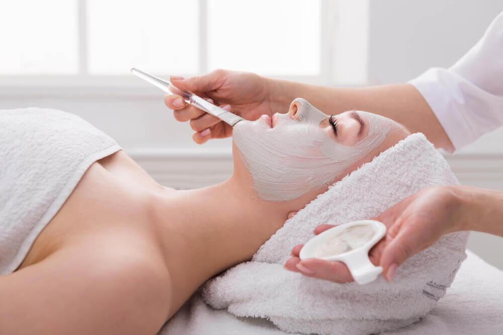 Prøv denne ansigtsmaske for et naturligt løft
