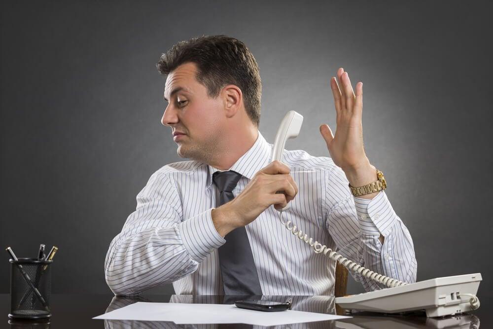 Mand der snakker i telefon - foelelsesmaessig styrke