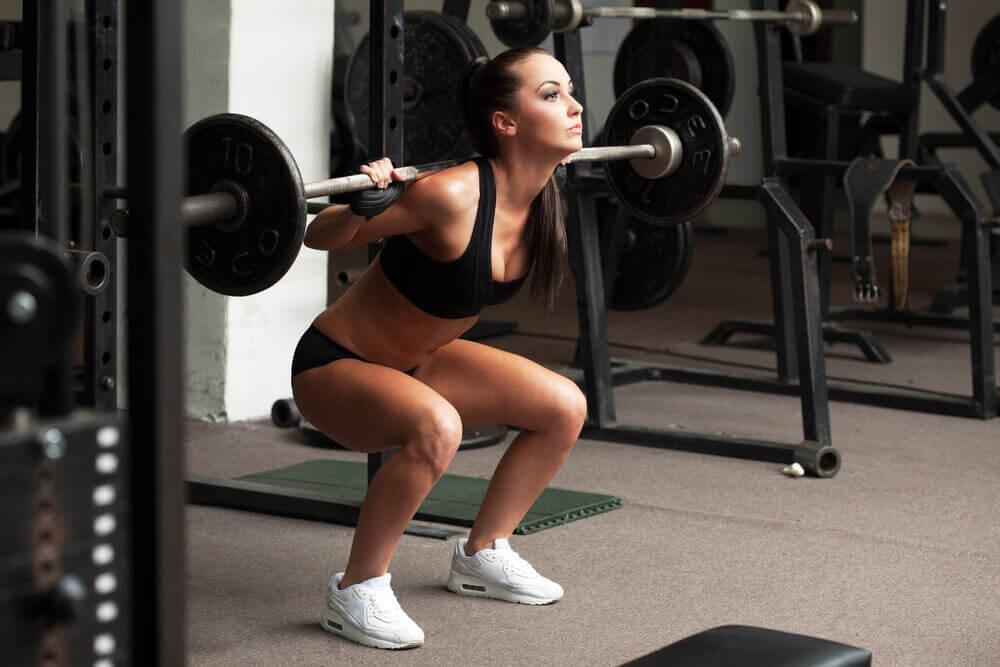 Kvinde styrketraener