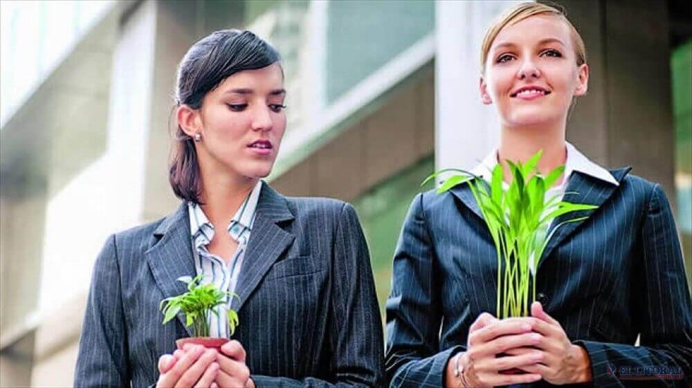 Kvinde med plante