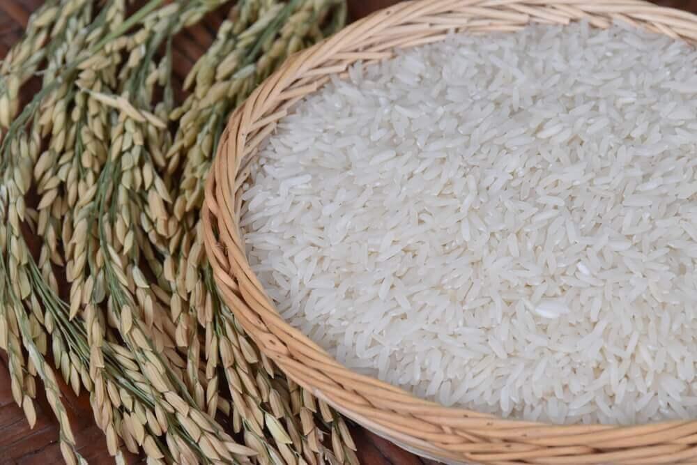 Raa ris i en kurv