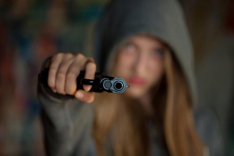 Pige med pistol