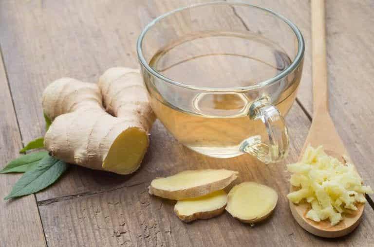Lav en hjemmelavet te med ingefær og kanel