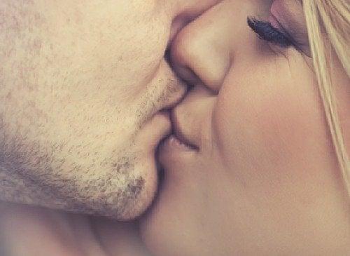5 mest almindelige infektioner transmitteret gennem kys