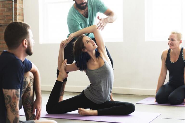 Effektive yoga stillinger, der hjælper med at slanke dig hurtigt