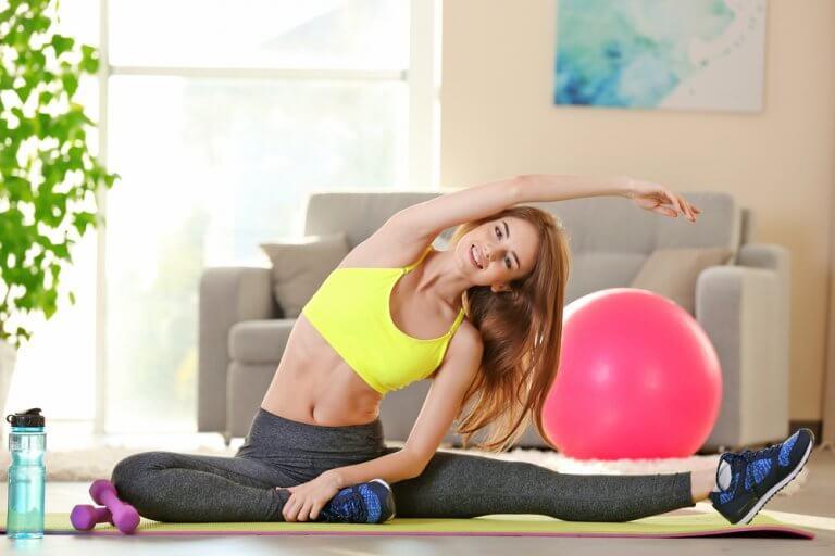 Kvinde motionerer