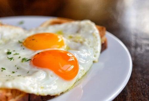 Stegte æg