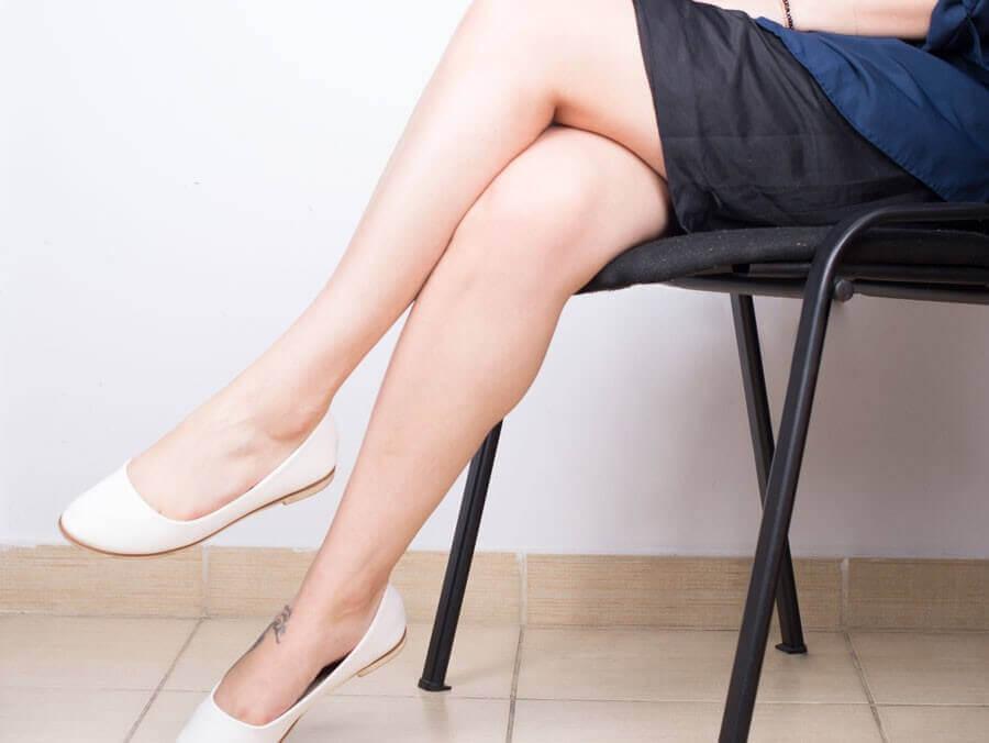 Sidder på en stol