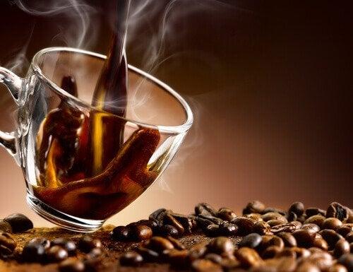 Kaffe der bliver haeldt op