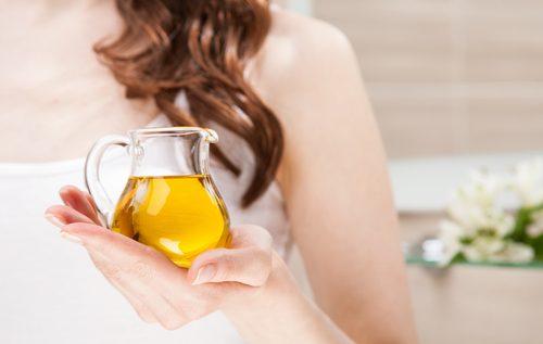 Kande med gylden olie - oejenbryn tykkere