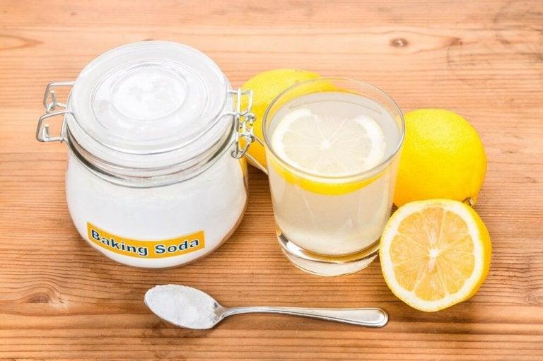 Du kan bekæmpe bumser med bagepulver og citron