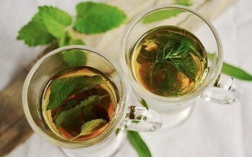 To kopper te - te mod luft i maven