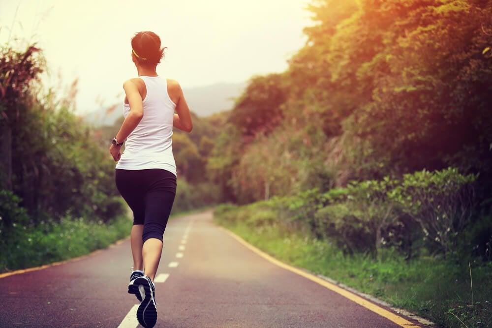 Kvinde på løbetur