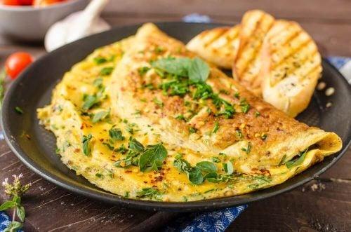 Omelet med spinat på en tallerken
