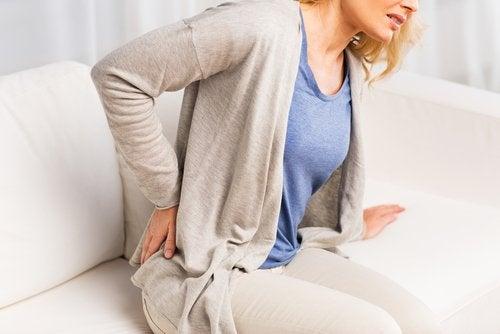 Kvinde med smerter