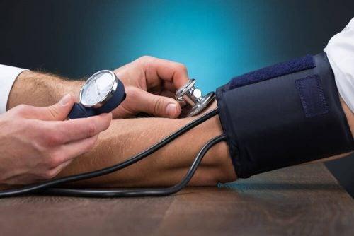 5 naturlige fødevarer der behandler hypertension