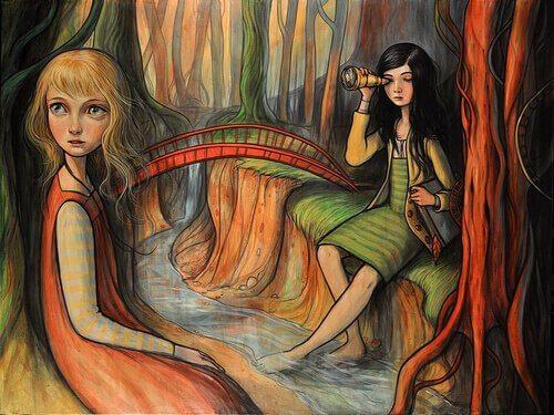 Kvinde observerer anden kvinde