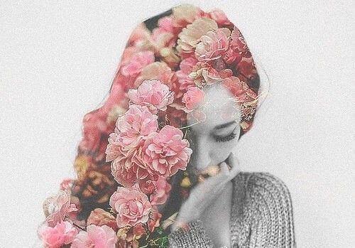 Kvinde med blomster i haaret - bidronningesyndrom hos kvinder