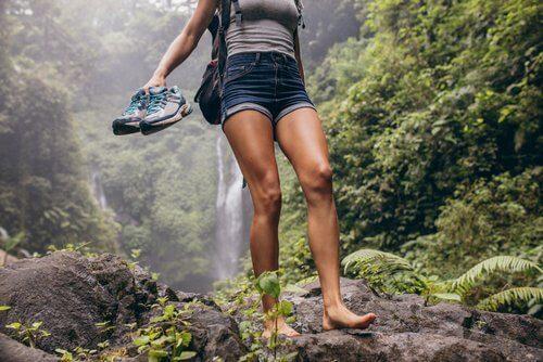 Kvinde der hiker