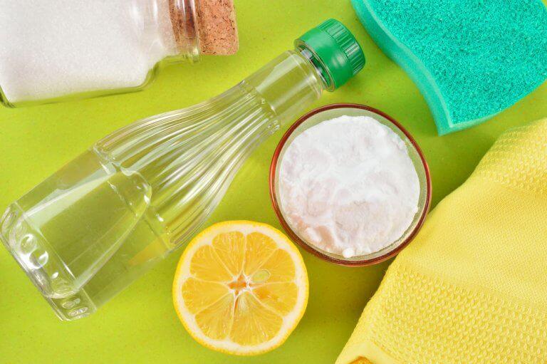 En halv citron og natron - fjerne deodorantpletter