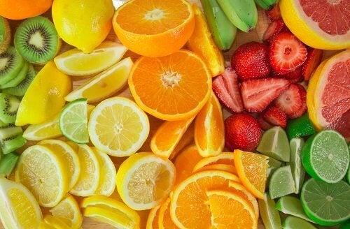 Citrusfrugter stimulerer galdeudvisning og er én af de fødevarer der bekæmper galdesten.