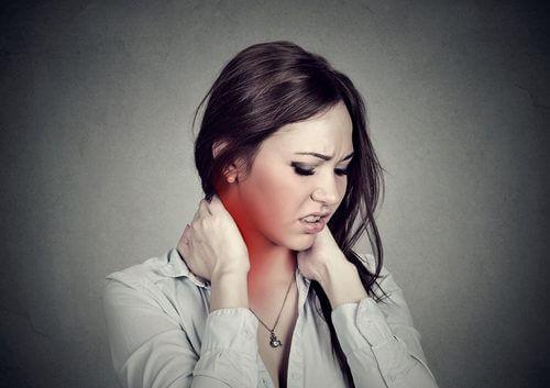 Fire enkle øvelser når du har ondt i nakken