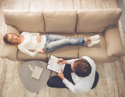 Kvinde ser en psykolog - ondt i foelelserne