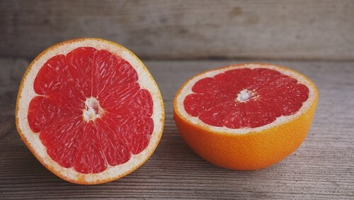 Kaloriefattig, vanddrivende og afgiftende. Kunne man ønske mere af en fedtforbrændende fødevare?