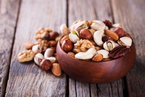 Nødder til vegansk gulerodskage