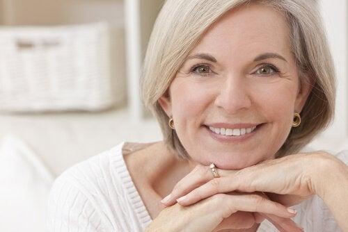 Kvinde i overgangsaldering - hvordan paavirker overgangsalderen hjertesundhed