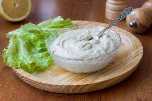 Den veganske mayonnaise er rigtig lækker og en fantastisk erstatning for almindelig mayonnaise, da den både er sundere og smager godt.
