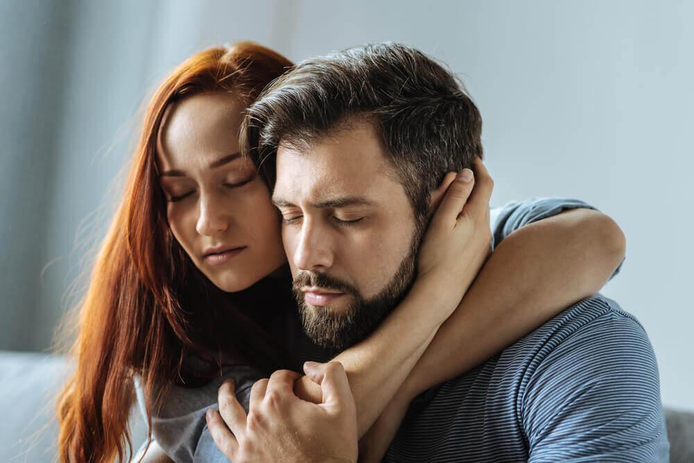 Par holder om hinanden