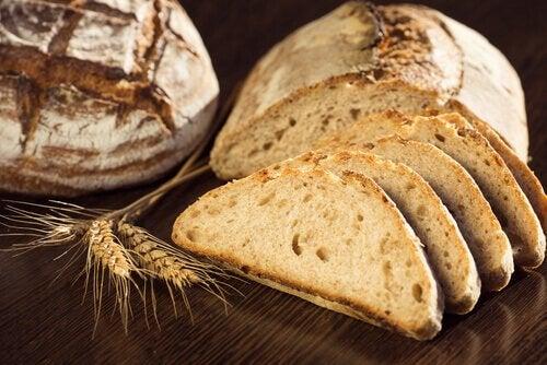 Spis brød i moderation.