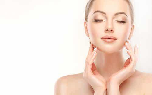 Top ti fødevarer, der er fugtgivende for huden
