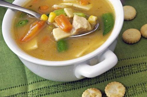 At koge suppe på ben er en meget traditionel opskrift. Du bør prøve det, hvis du gerne vil tilføre mere kollagen til din hud.