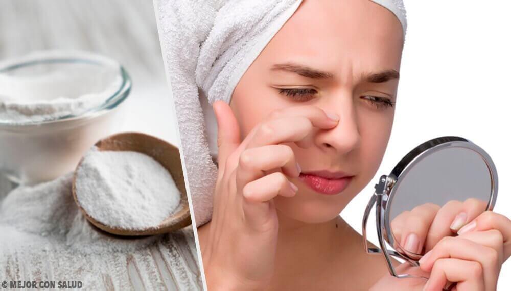 Kvinde kigger sig i spejlet og kradser sig på næsen.