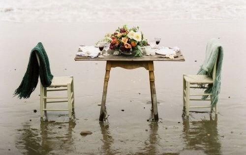 Stole og bord.
