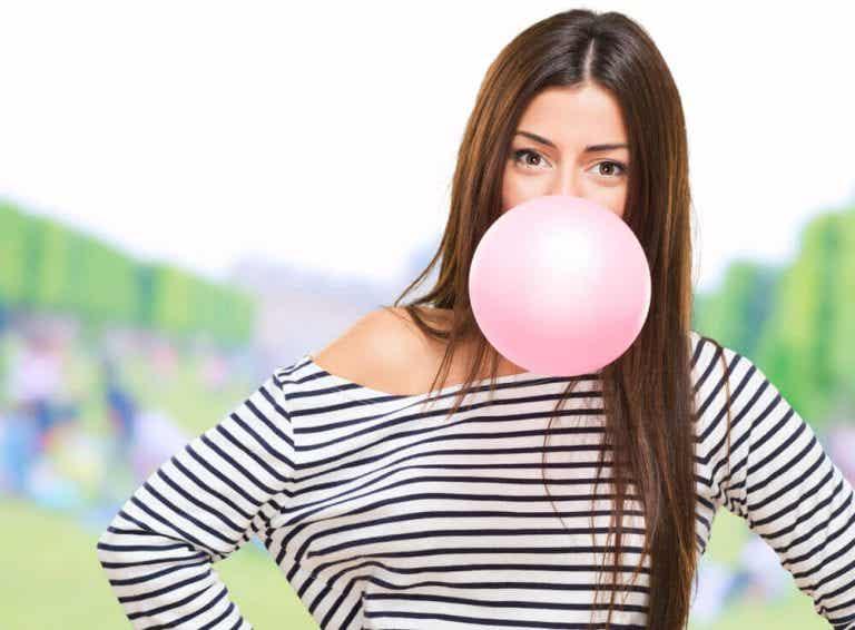 Hvad sker der med din krop når du tygger tyggegummi?