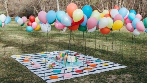 Dekoration med balloner udendørs