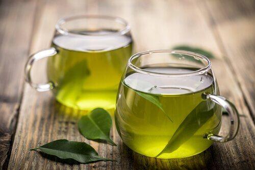 To kopper grøn te.