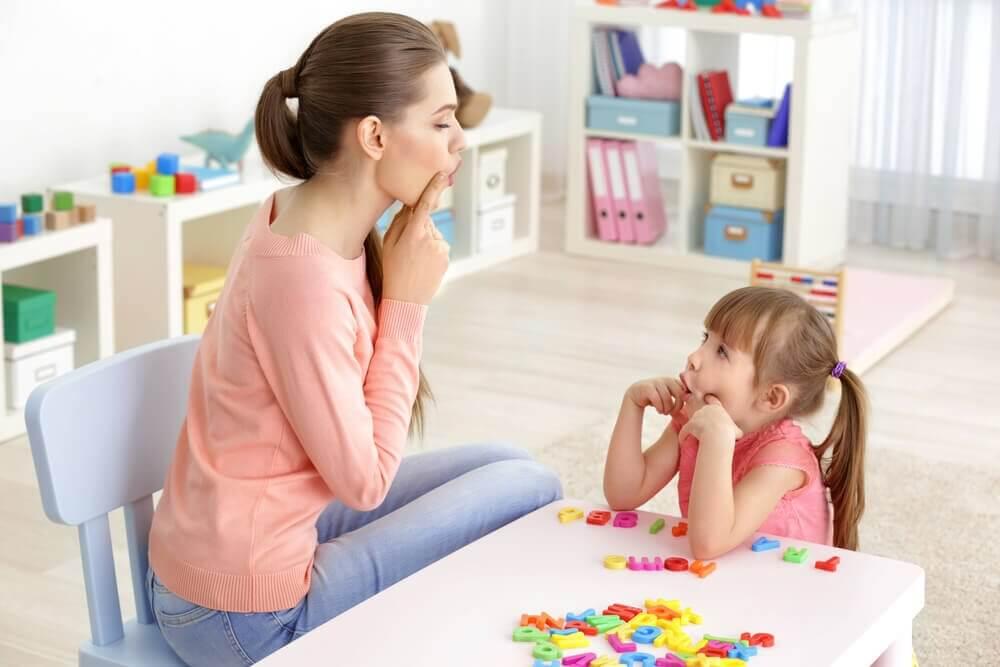 6 øvelser til at hjælpe børn med sprogproblemer