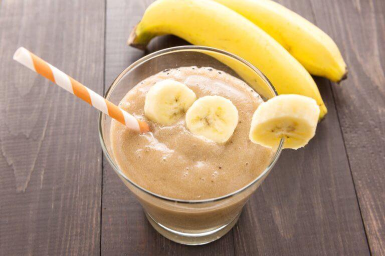 Krydret banansmoothie med gurkemeje